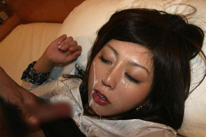 【顔射エロ画像】男の征服感を満たす顔射!ドロドロ精液で女の顔を汚す! 06