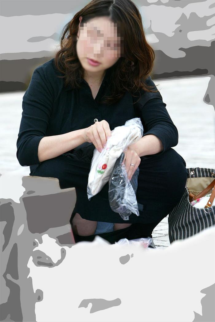【街撮りパンチラエロ画像】これが見たかった!素人娘たちの生々しいパンチラ特集 04