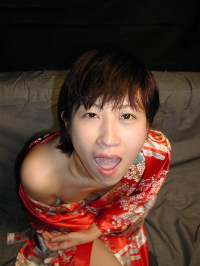 【口内発射エロ画像】濃厚ザーメンを口内でじっくり味わうドスケベ女! 24