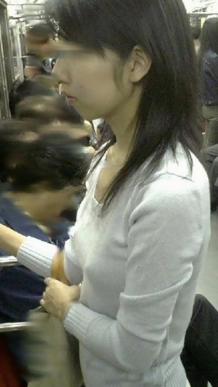 【胸ポチエロ画像】故意か不本意は置いておいて、胸ポチしている女の子の画像集めたったww 03