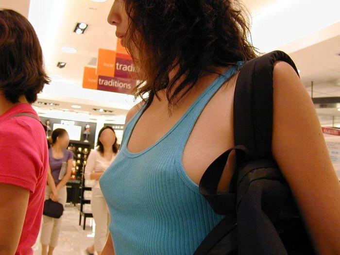 【胸ポチエロ画像】故意か不本意は置いておいて、胸ポチしている女の子の画像集めたったww 06