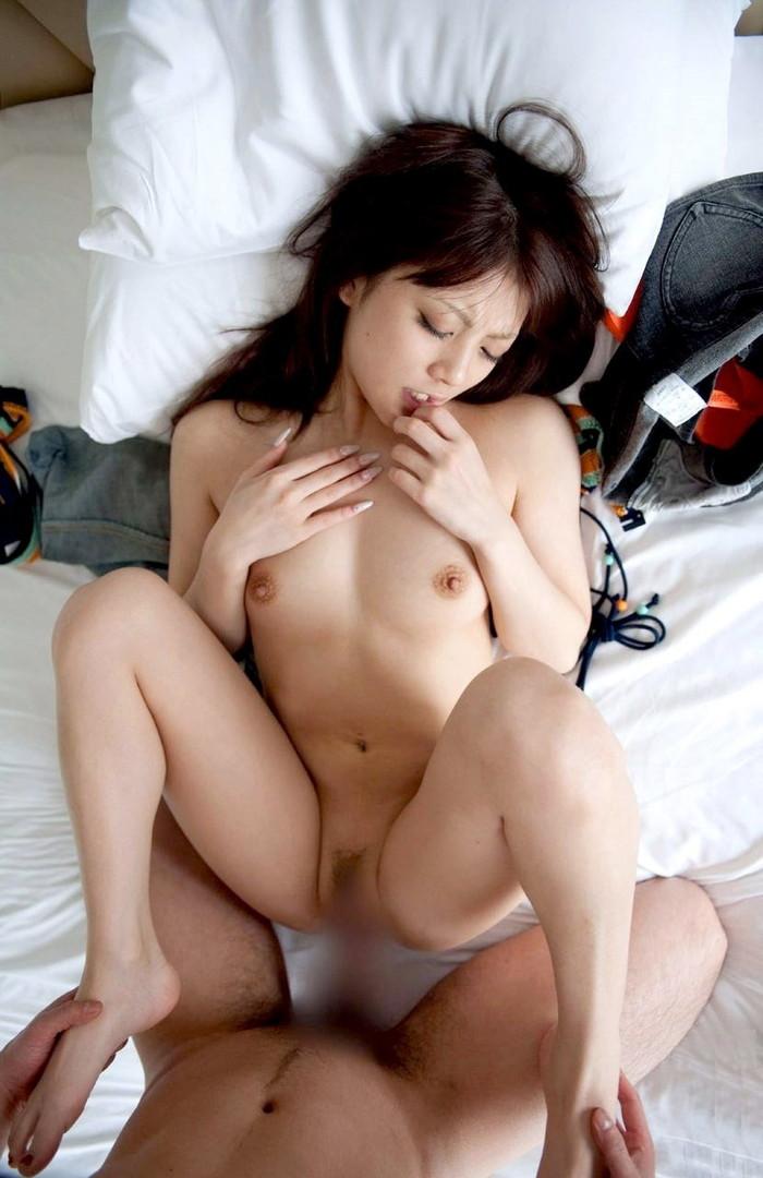 【正常位エロ画像】正常位とは言えどセックスに没頭するカップル、エロいだろw 05