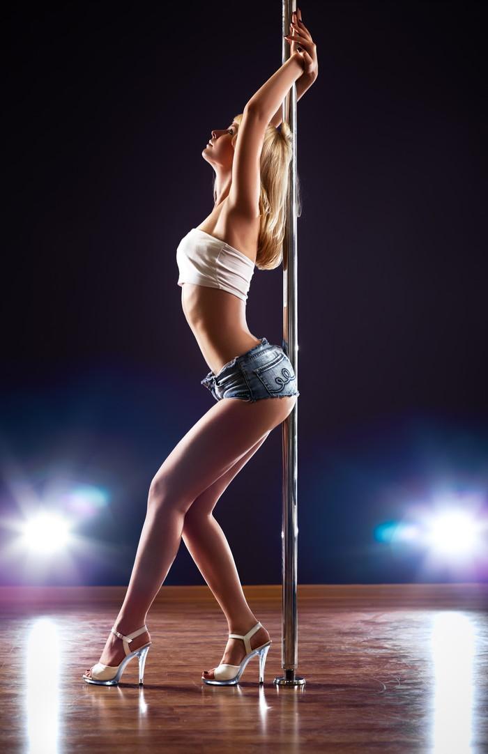【海外ストリッパーエロ画像】大胆に観衆の前で全裸になる海外ストリッパー! 25