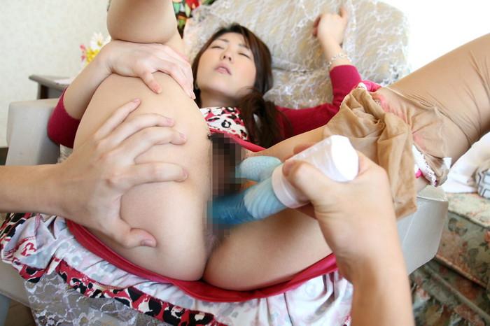 【バイブ責めエロ画像】お馴染みのアダルトグッズもバイブにイカされる女たち! 05