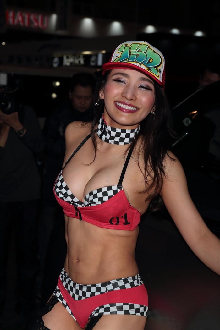 【オートサロンエロ画像】オートサロンで見つけたエロ衣装のキャンギャルにフル勃起! 22