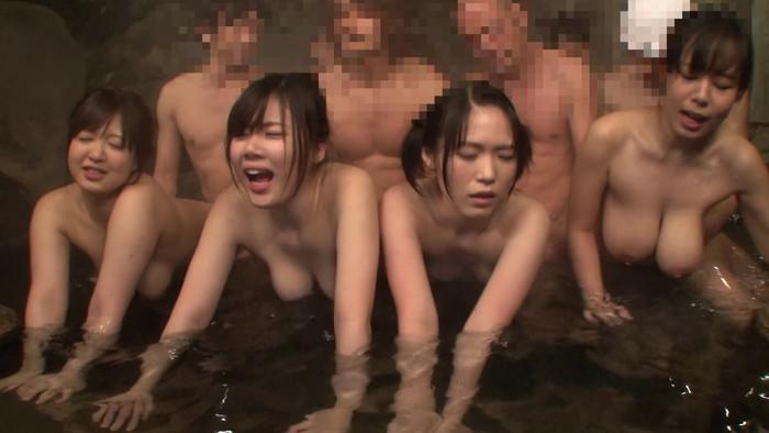 【複数プレイエロ画像】男女複数何で入り乱れての乱交プレイエロ杉! 23