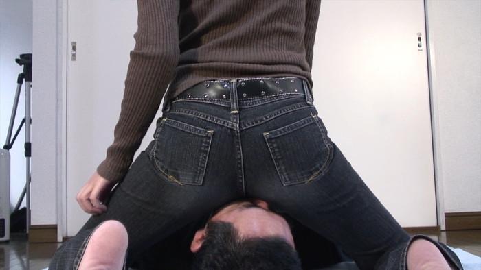 【顔面騎乗エロ画像】股間に感じる男の顔、舌の感触にイカされそう! 01