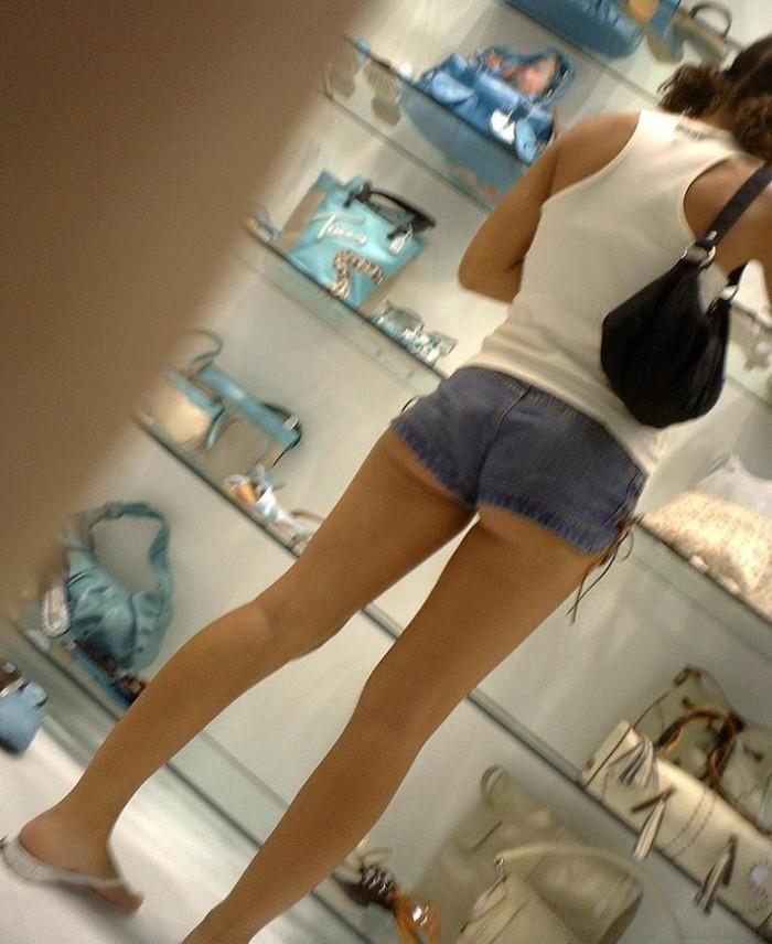 【ホットパンツエロ画像】こんなホットパンツの女見かけたら余裕で抜けるんだが!? 06