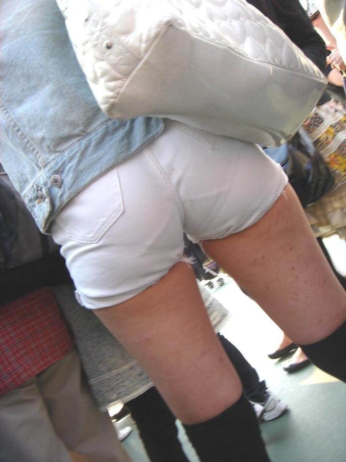 【ホットパンツエロ画像】こんなホットパンツの女見かけたら余裕で抜けるんだが!? 13