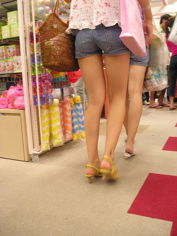 【ホットパンツエロ画像】こんなホットパンツの女見かけたら余裕で抜けるんだが!? 16