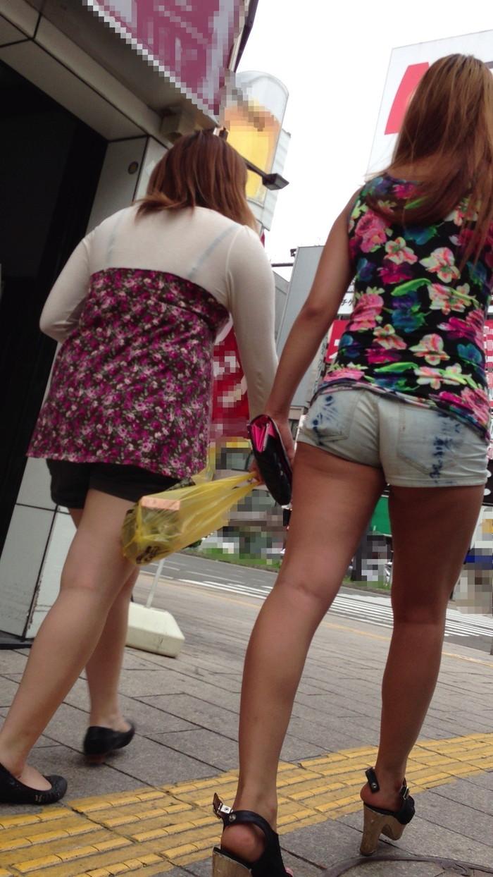 【ホットパンツエロ画像】こんなホットパンツの女見かけたら余裕で抜けるんだが!? 21