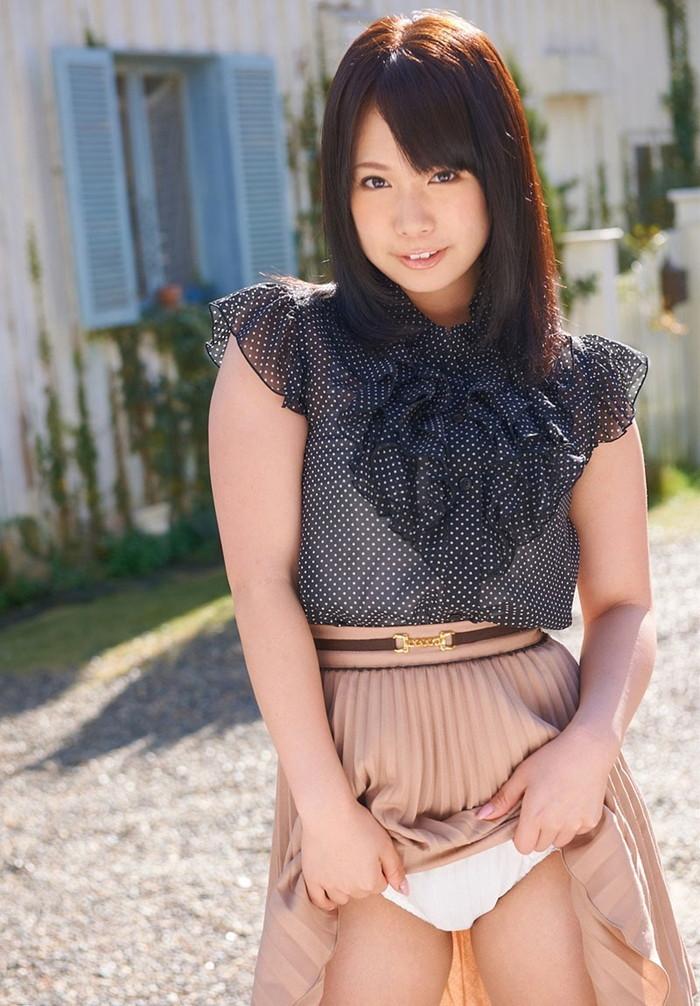 【セルフパンチラエロ画像】自らスカートをたくし上げてパンチラを見せる女エロ杉w 04