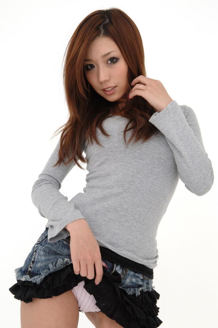 【セルフパンチラエロ画像】自らスカートをたくし上げてパンチラを見せる女エロ杉w 06