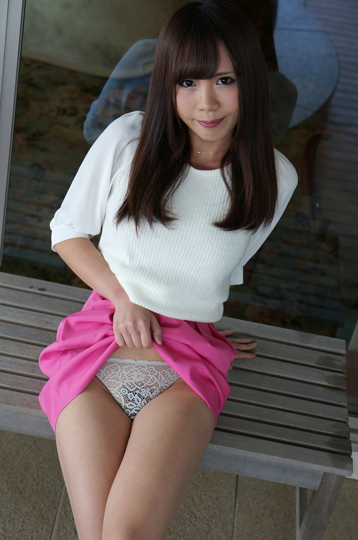 【セルフパンチラエロ画像】自らスカートをたくし上げてパンチラを見せる女エロ杉w 08