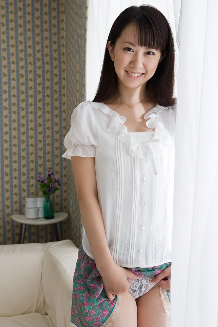 【セルフパンチラエロ画像】自らスカートをたくし上げてパンチラを見せる女エロ杉w 12