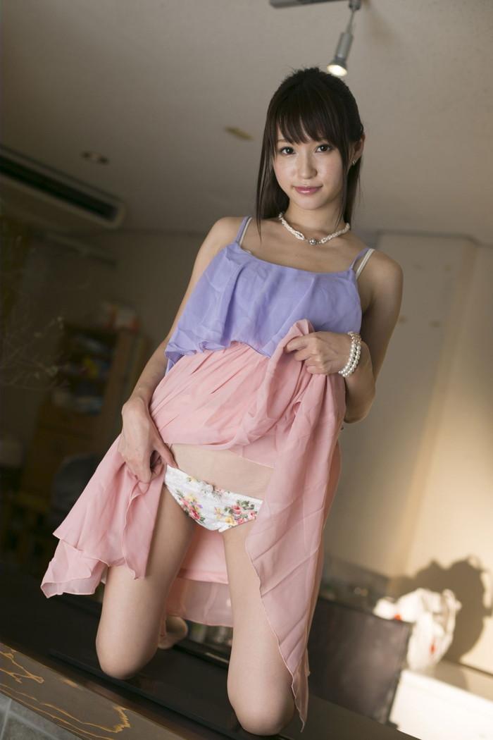 【セルフパンチラエロ画像】自らスカートをたくし上げてパンチラを見せる女エロ杉w 21