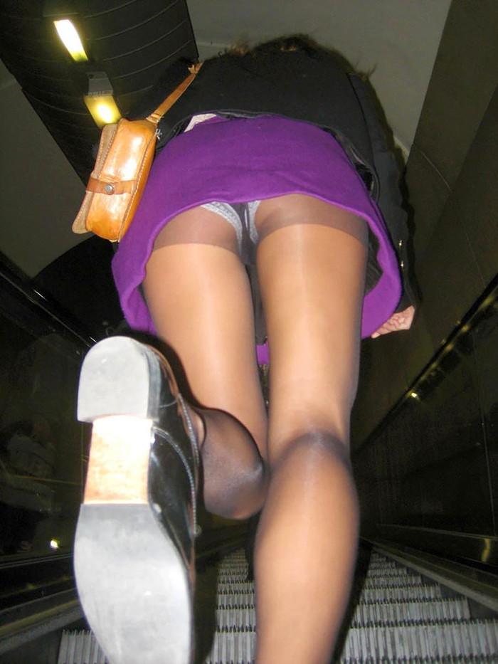 【ローアングルエロ画像】ローアングルから女の子の股間を狙ったらエロかったwww 11