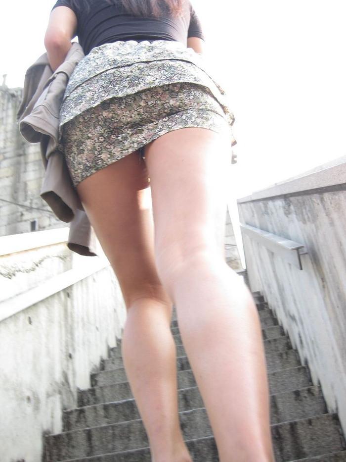 【ローアングルエロ画像】ローアングルから女の子の股間を狙ったらエロかったwww 15