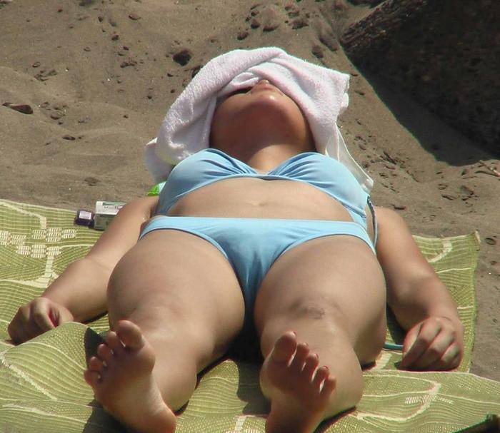 【水着ハプニングエロ画像】夏の水着の女の子には是非ともこういうハプニングが欲しいww 11