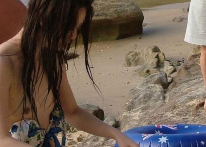 【水着ハプニングエロ画像】夏の水着の女の子には是非ともこういうハプニングが欲しいww 23