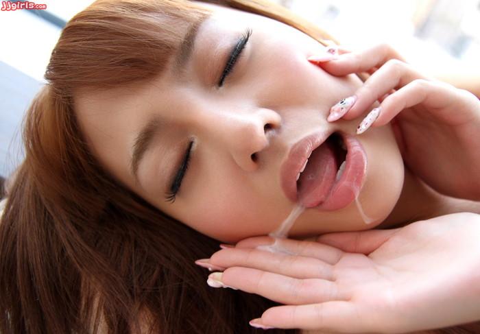 【口内射精エロ画像】フェラチオされるなら最後まで口でしてもらいたい(切実) 16