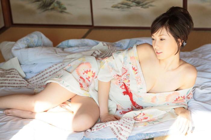 【和服エロ画像】和服姿の女の子たちの艶やかでセクシーなエロ画像! 04
