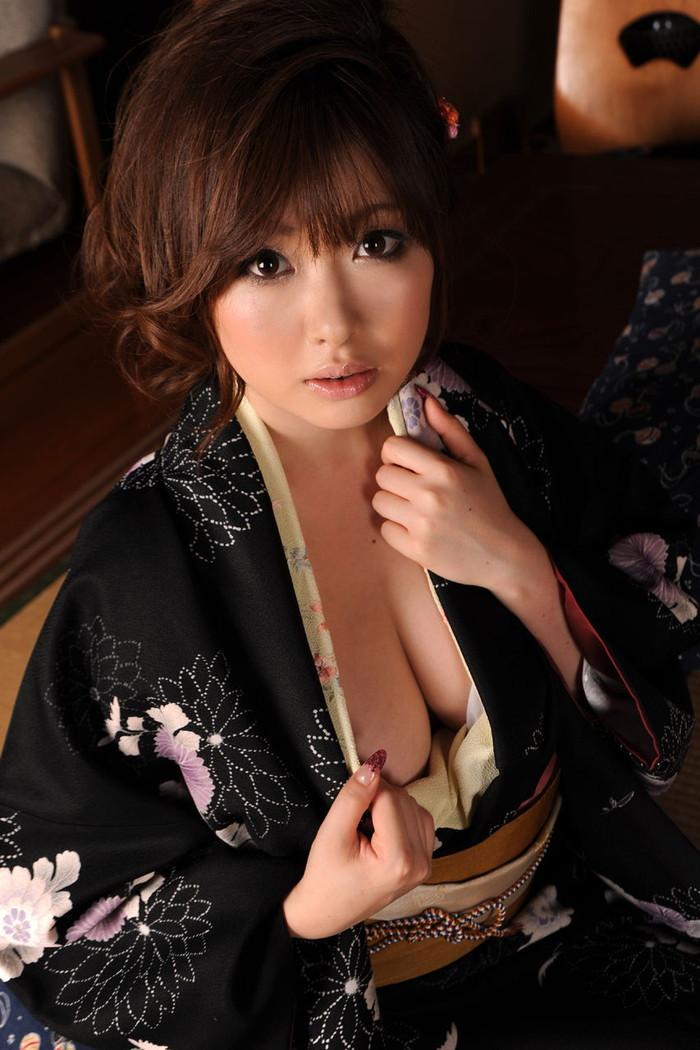 【和服エロ画像】和服姿の女の子たちの艶やかでセクシーなエロ画像! 05