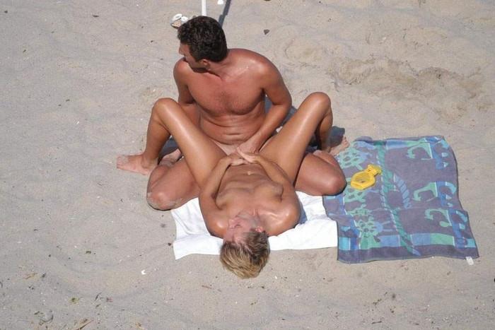 【海外青姦エロ画像】海外発信!野外でセックスしているカップルがエロ杉! 10