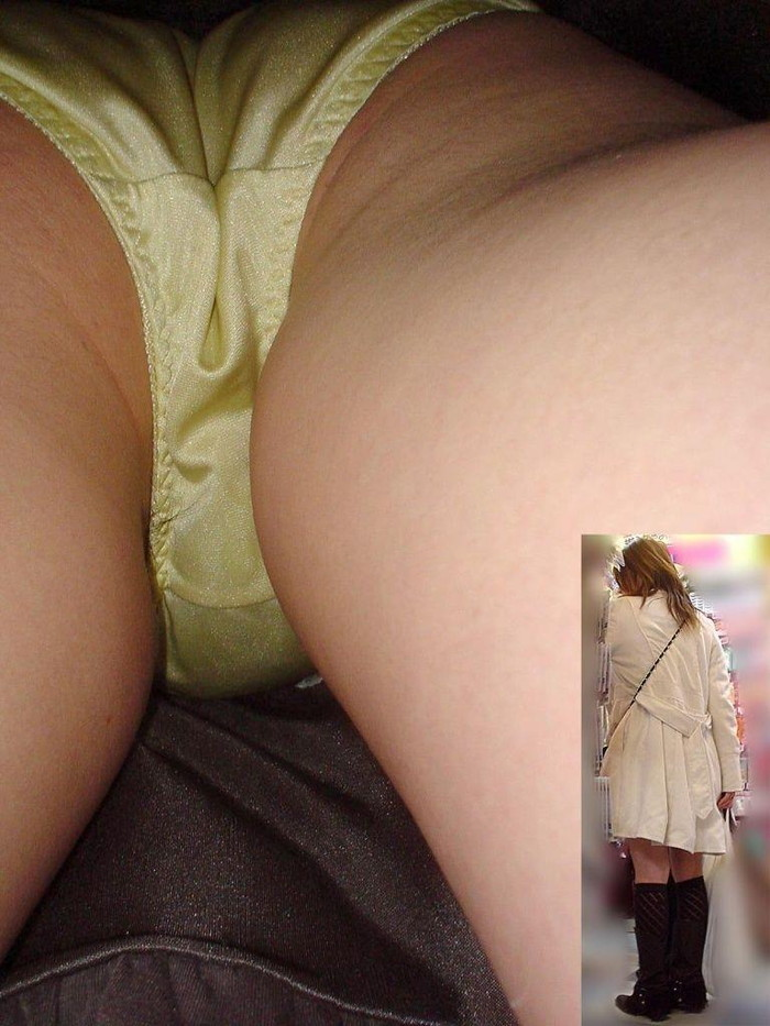 【パンチラ逆さ撮りエロ画像】この角度から狙われたらパンチラ不可避!wwwww 21