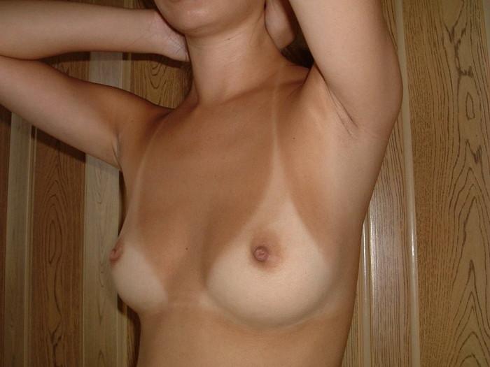 【日焼け跡エロ画像】ワイ!日焼け跡の残る女の子たちの肌に感動したwww 08