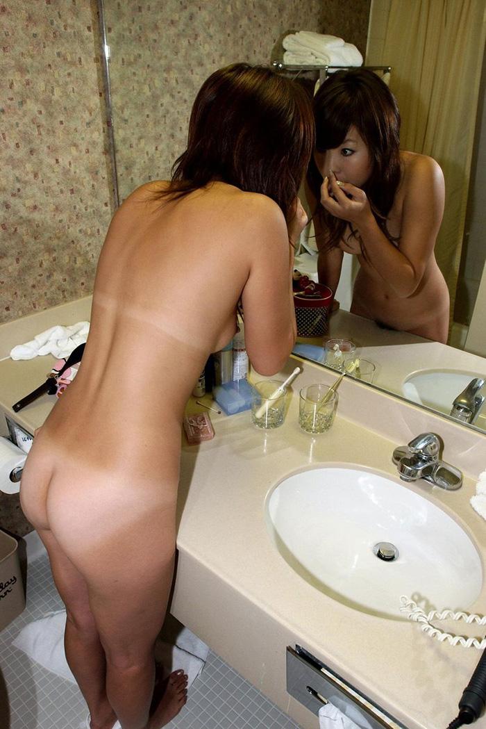 【日焼け跡エロ画像】ワイ!日焼け跡の残る女の子たちの肌に感動したwww 28
