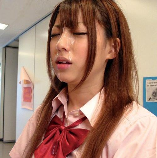 【顔射エロ画像】顔面を精子でドロッドロにされた女の子の表情をご覧ください! 04