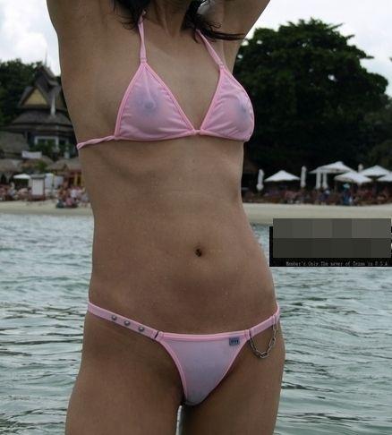 【水着ハプニングエロ画像】神のイタズラか!?水着美女に降りかかったエロすぎるハプニング! 23