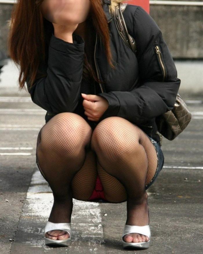【街撮りパンチラエロ画像】街中で見かけたパンチラ娘にフル勃起必至! 24