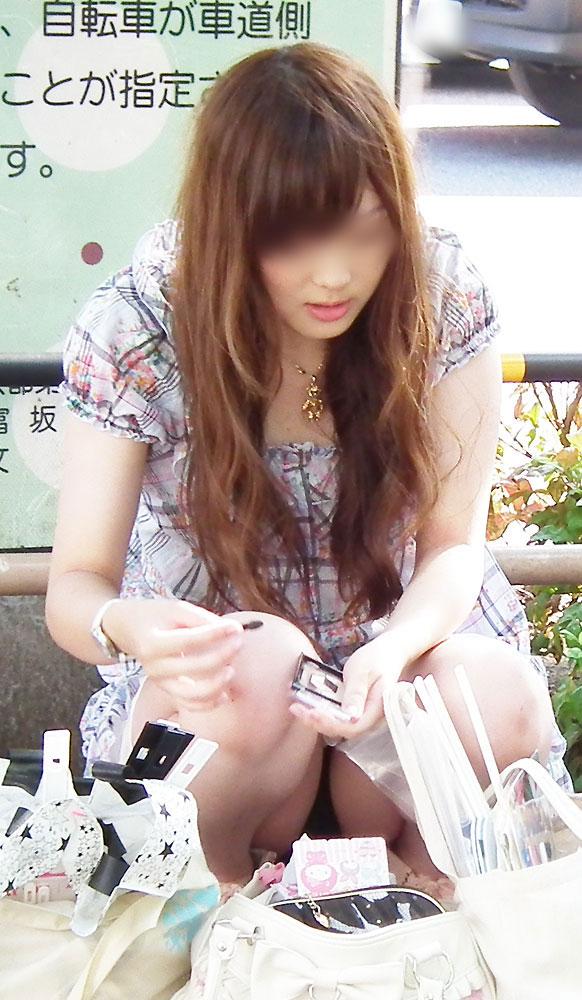 【街撮りパンチラエロ画像】街中で見かけたパンチラ娘にフル勃起必至! 25