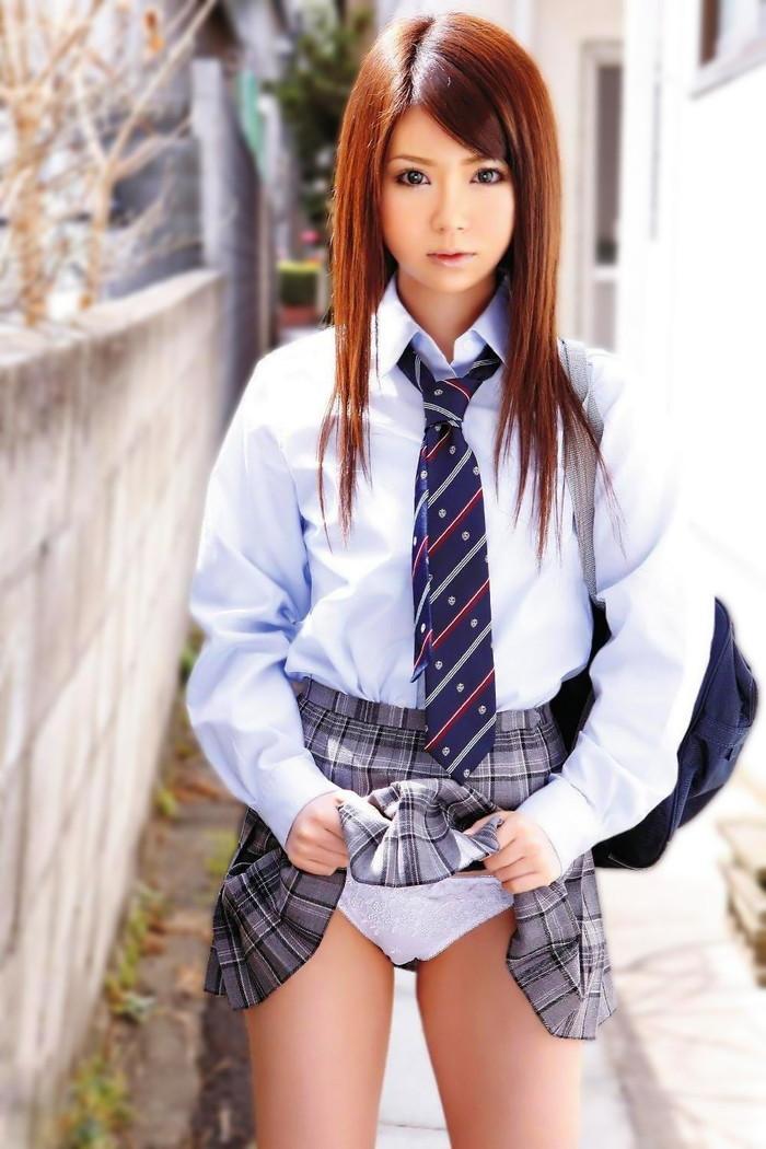 【JKコスプレエロ画像】一見するとリアルJK!?JK制服が似合いすぎる女の子たち! 27