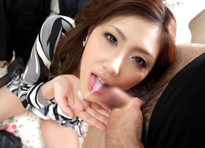 【口内発射エロ画像】女の子の口内に発射されたザーメンが卑猥すぎるwww 26