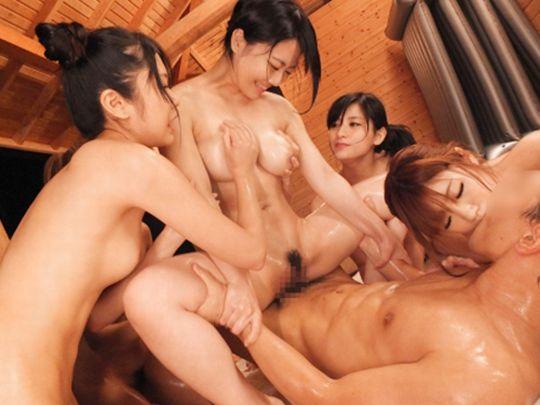 【ハーレムエロ画像】女の子複数人を相手とかうらやまし過ぎるプレイ! 16