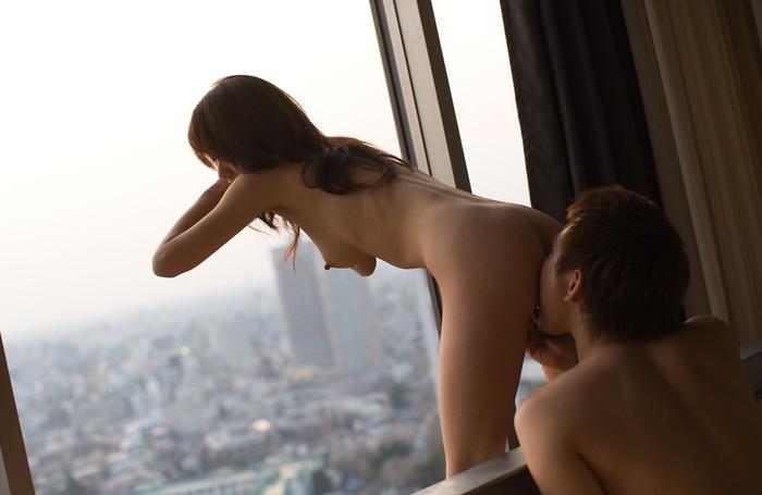 【クンニリングスエロ画像】オマンコを舐められて悦顔満載の美女たち! 25