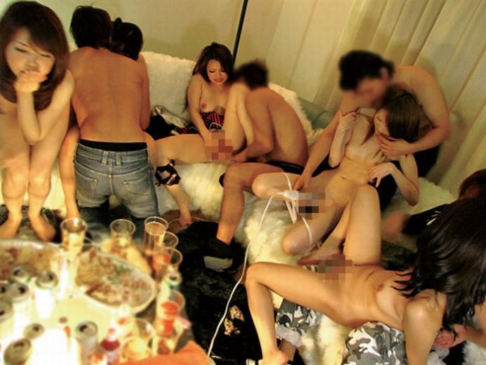 【乱交プレイエロ画像】複数人の男女でくんずほぐれつ乱交パーティー! 09
