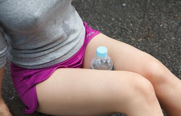 【ノーブラエロ画像】女の子のおっぱいの頂点に浮かぶ胸ポッチ!www
