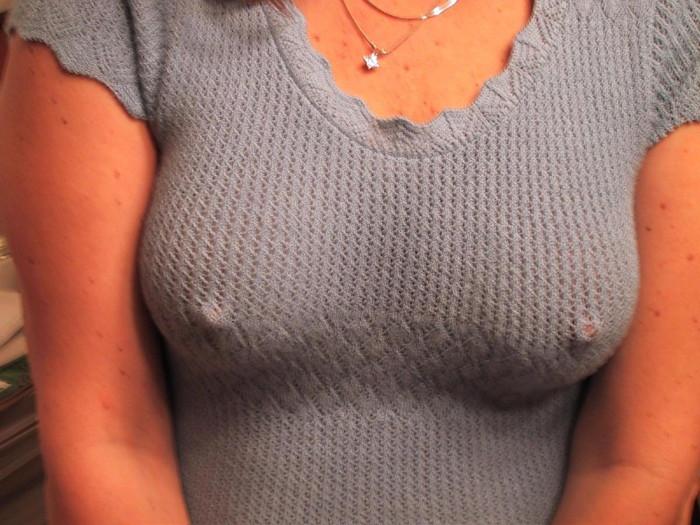 【ノーブラエロ画像】女の子のおっぱいの頂点に浮かぶ胸ポッチ!www 08