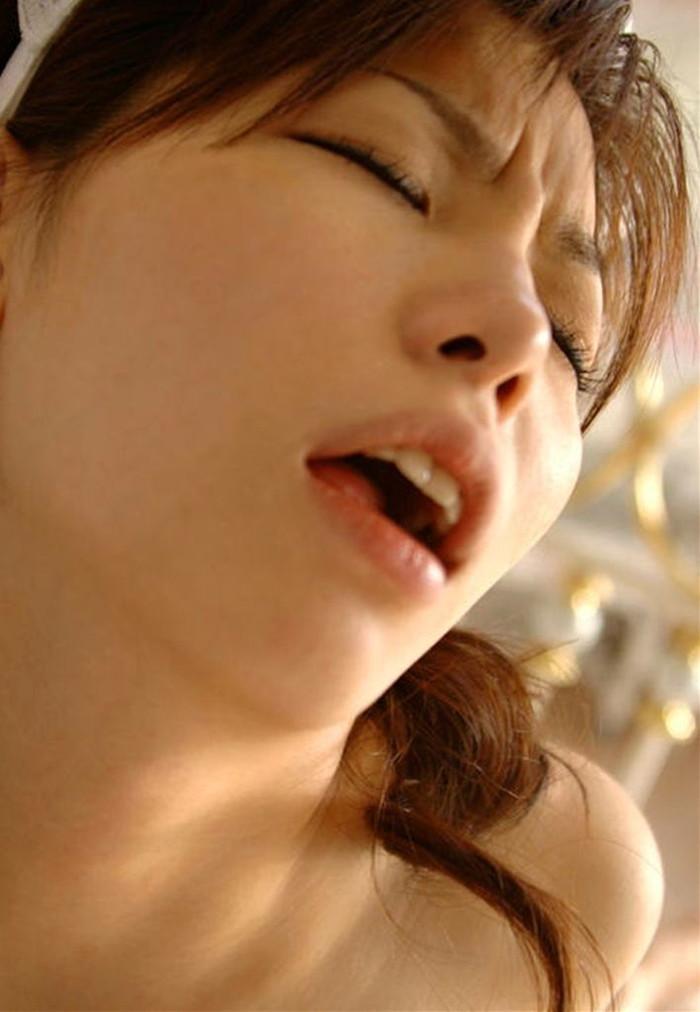 【悦顔エロ画像】女の子が色っぽい表情を浮かべる時ってどんな時!? 11