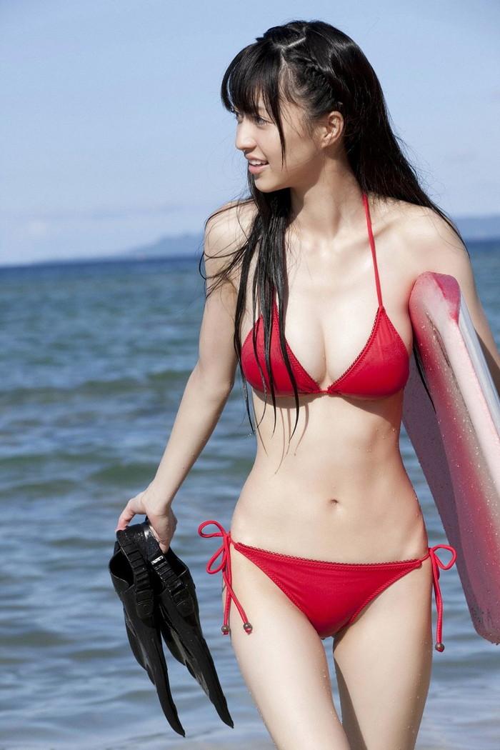 【ビキニエロ画像】露出の高めなビキニ水着!まるで下着じゃないかwww 23
