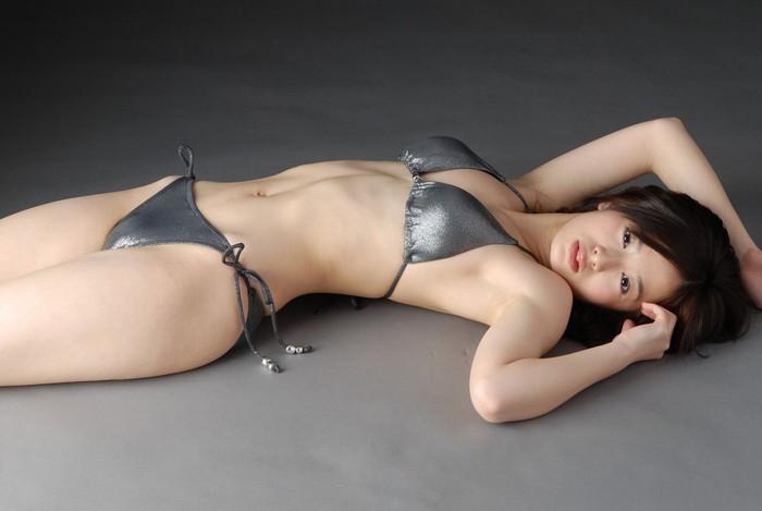 【ビキニエロ画像】露出の高めなビキニ水着!まるで下着じゃないかwww 24