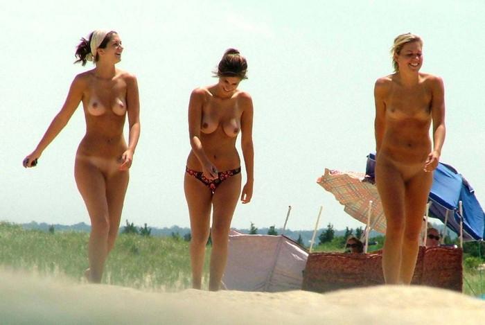【ヌーディストビーチエロ画像】海外美女の裸が見放題!ヌーディストビーチ! 08