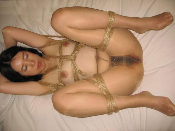 【SM緊縛エロ画像】拘束されて自由の利かない女にイタズラし放題www 21