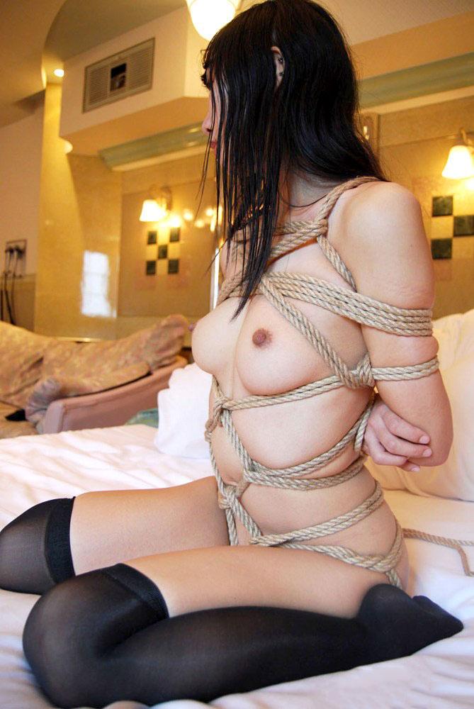 【SM緊縛エロ画像】拘束されて自由の利かない女にイタズラし放題www 23