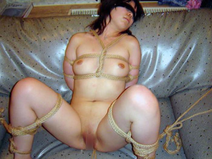 【SM緊縛エロ画像】拘束されて自由の利かない女にイタズラし放題www 24