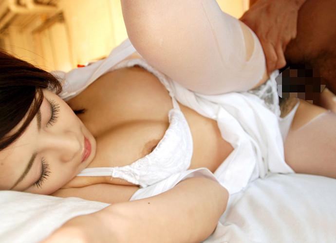 【着衣セックスエロ画像】着衣を着た女の子をそのまま犯すとめっちゃエロい! 04
